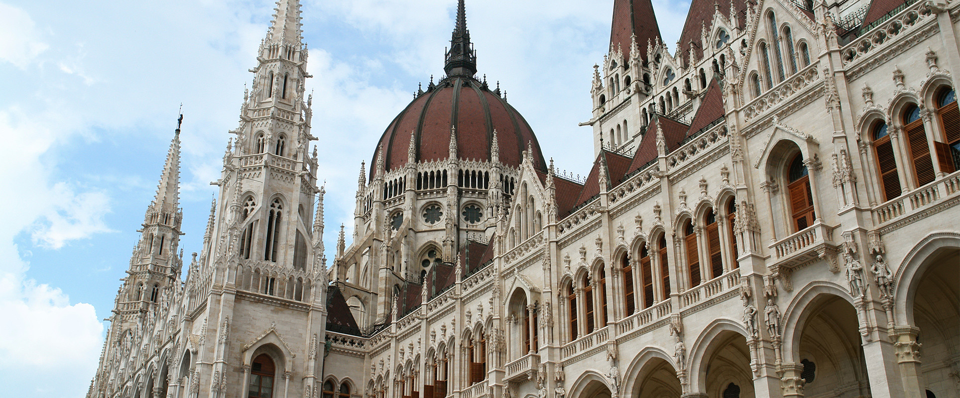 Hungary increases investment threshold
